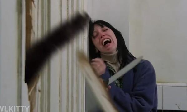 ドアを破る猫