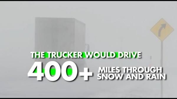 悪天候を進むトラック